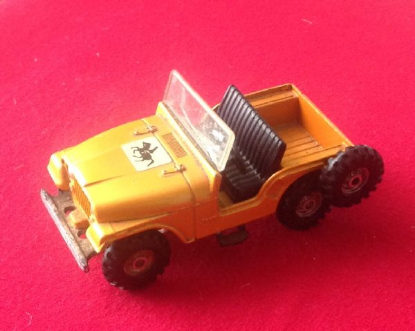 Corgi Toys - Original - Jeep CJ-5 ( For the Beaufort Double Horse-Box ) Windscreen is cracked!
